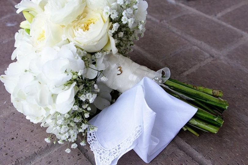 Simple white bouquet