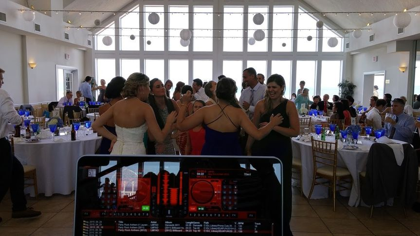 My vantage point from behind the console - love to see the bride hangin' with the girls on the dance...