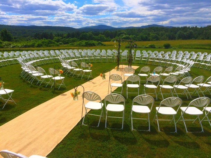 Rounded wedding set-up