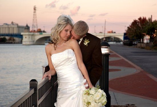 Couple in downtown Toledo riverfront