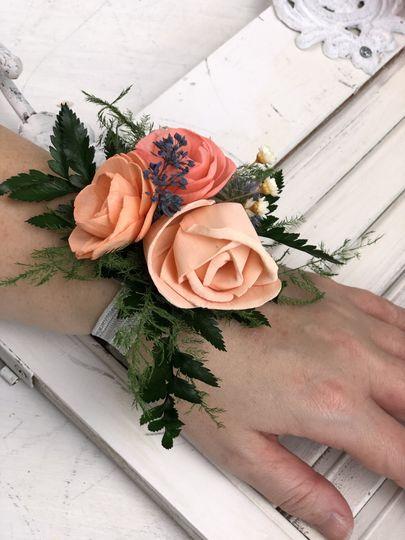 Sola Wood Flower Corsage
