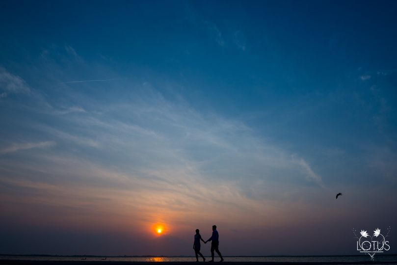 long island beach engagement photo by lotus weddin