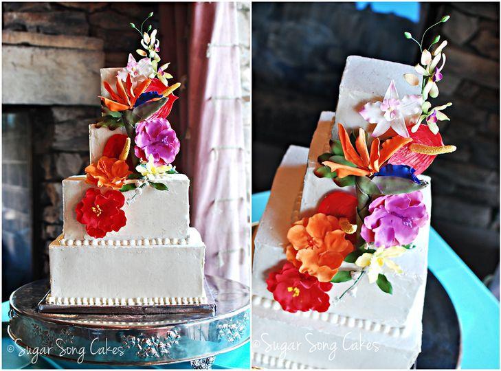 hawaiianflowerweddingcake