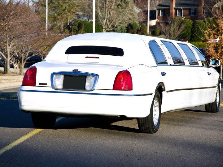 Tmx Car Stretchlincoln3 Xl 51 792282 Winston Salem wedding transportation
