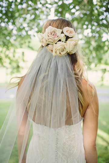 Veil with white rose decorations