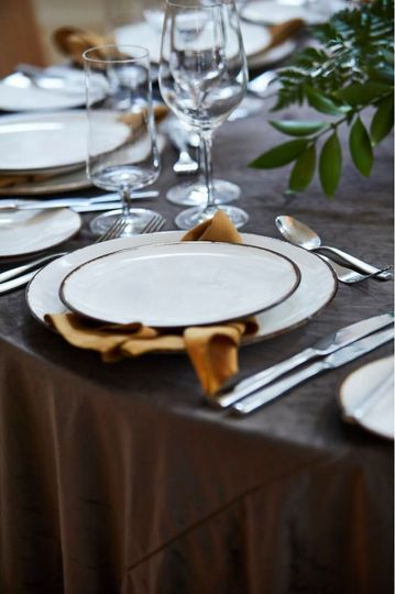 Banquet setting (linen rentals from Liberty Party Rental), Design by Modern Vintage Events