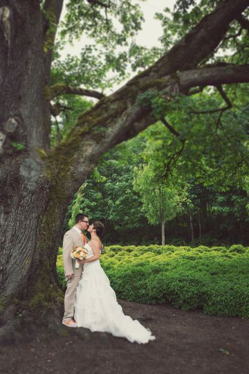 Kissing by the tree