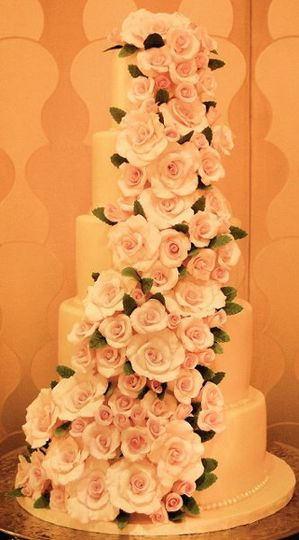 Each of these sugar roses was hand-made, petal by petal, by Cake Art Studio.
