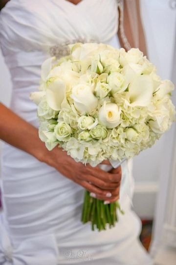 White bouquet of roses