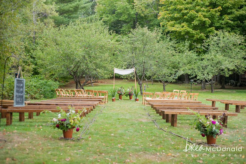 Apple Grove set up, just waiting for the ceremony to begin!