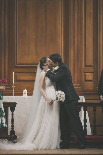 Wedding kiss - jenna miller photography