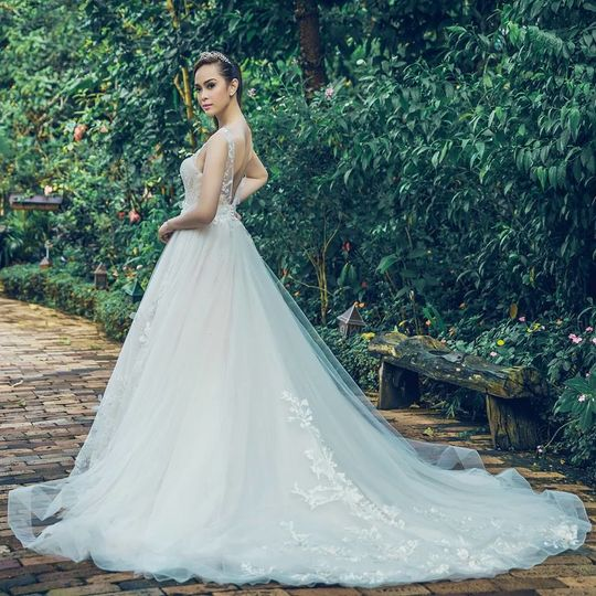 Cocomelody bridal boutique dress attire los angeles for Wedding dress boutiques los angeles