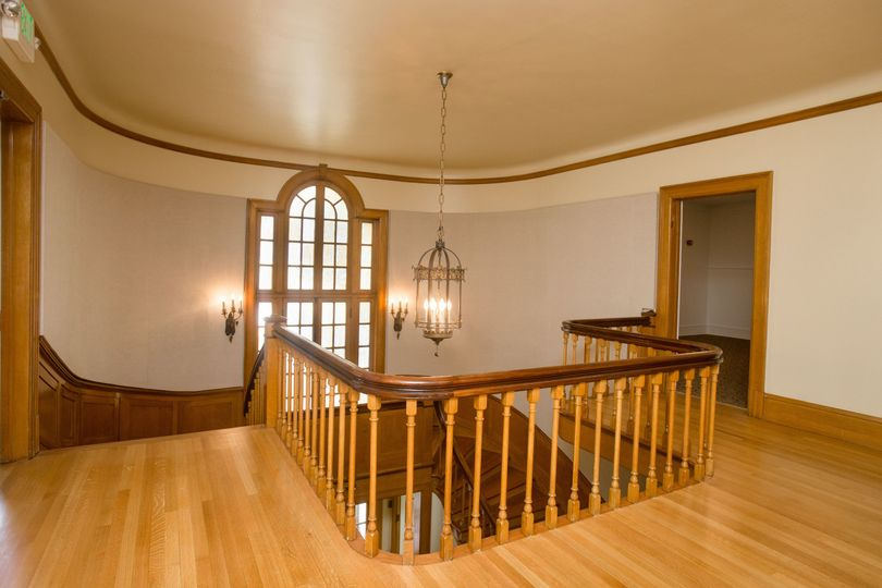 Lord mansion 2nd floor foyer and palladian windows