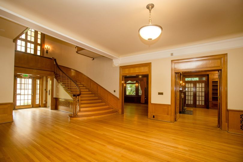 1st floor foyer