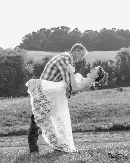 Kevin & Shawna eloped at The White Dove Barn in Beechgrove, Tenn.
