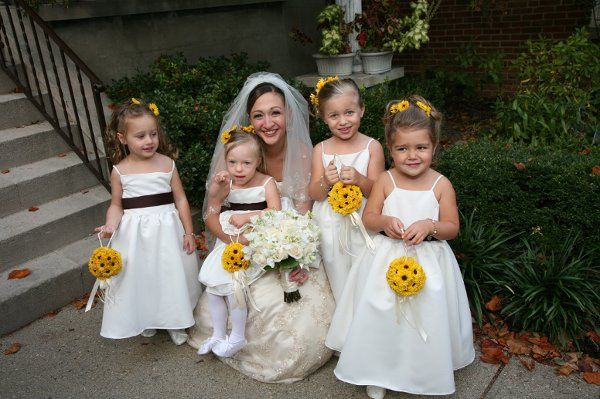 The flower girls carry flower balls of viking pomps, and wear blossoms to match in their hair.