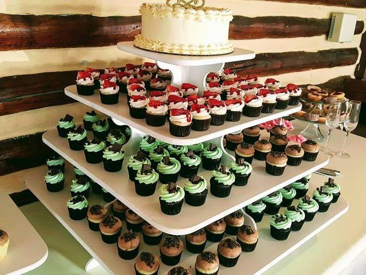 Tmx 1484369573692 1587327312321693401542038194738363963543927n Castle Rock wedding cake
