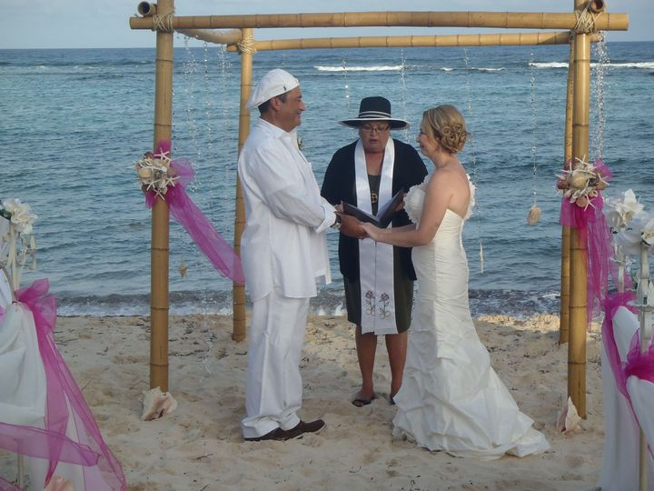 Joy officiates her 1000th wedding (in 5 years) at Turtle Nest Inn Beach, Grand Cayman