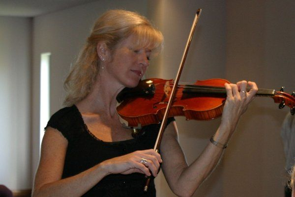 Sarah Nelson on Violin. Plays in a Violin Duo, Piano-Violin Duo, String Trio, and String Quartet.