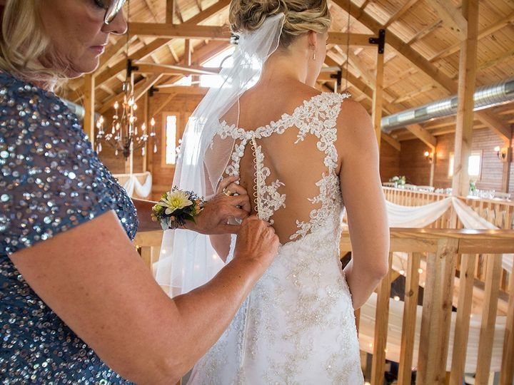 Tmx 493a2421 51 44782 1558117275 Pella, Iowa wedding florist