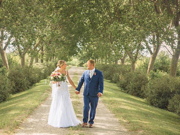 Tmx 493a2612 51 44782 1558117275 Pella, Iowa wedding florist