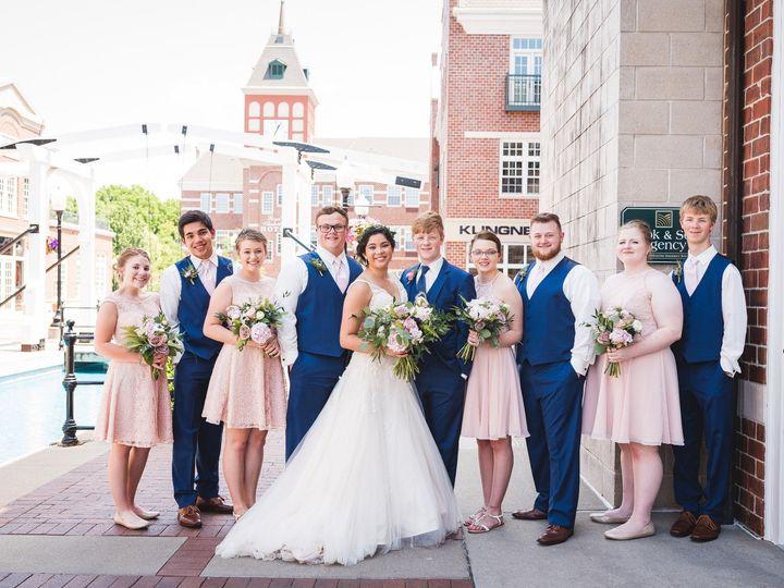 Tmx Dieleman Wedding Party Animals 0014 51 44782 1558116912 Pella, Iowa wedding florist