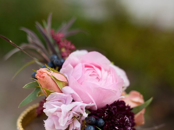 Tmx Thistlesaug31 Thistlesaug31 0031 51 44782 1558117792 Pella, Iowa wedding florist