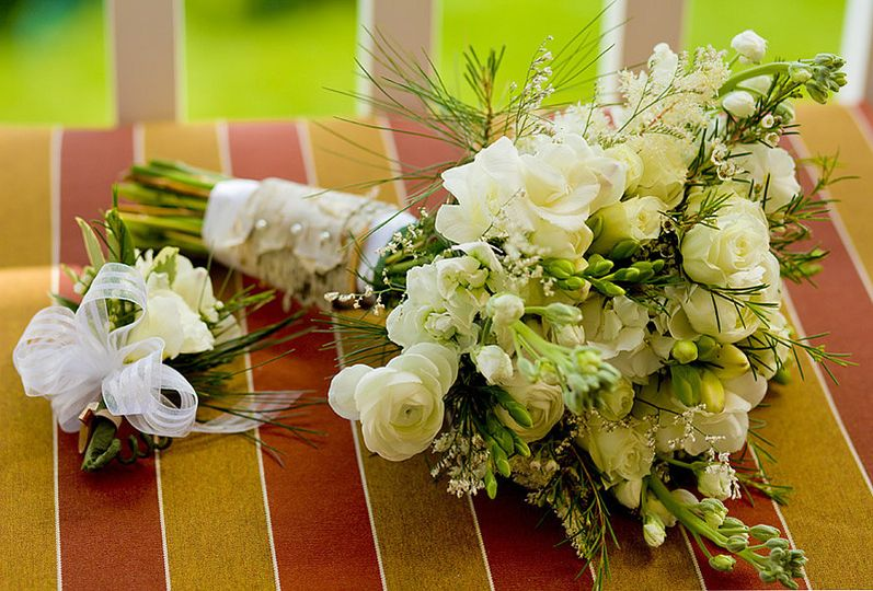 Wedding bouquet and corsage