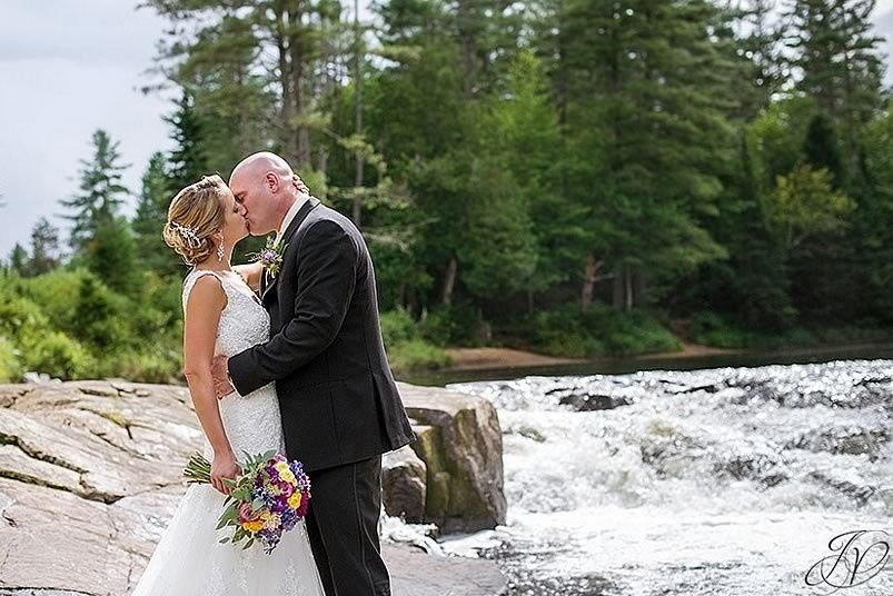 Kiss by the river
