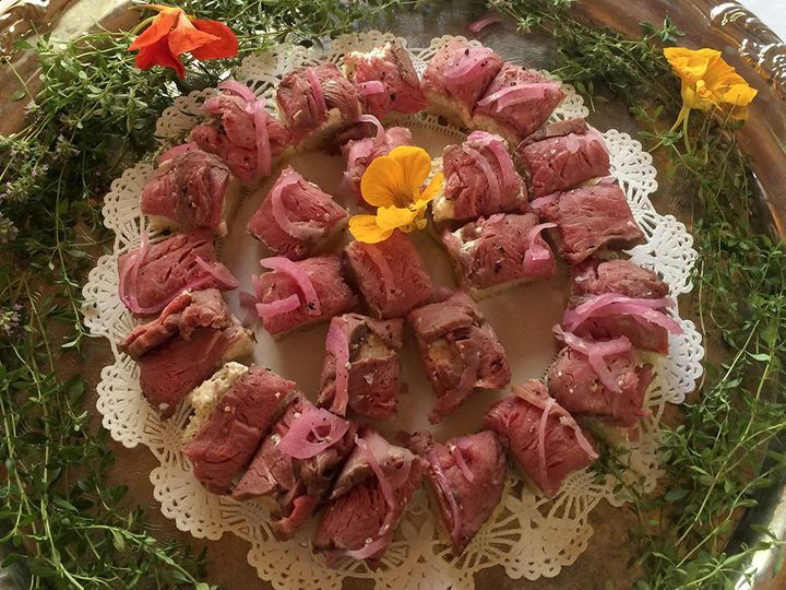 Roast beef and red onion hors d'oeuvres