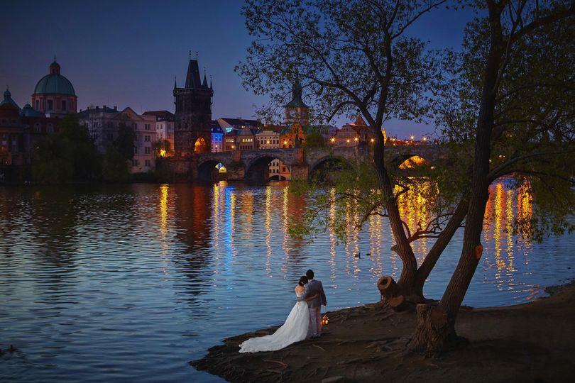 Romantic night time wedding photography in Prague