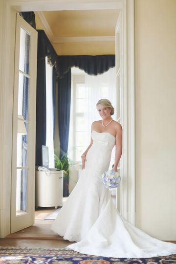 modern styled bridal portraits (a bit of posing) to make you look great