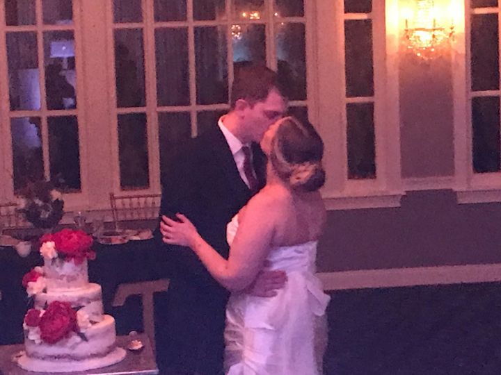 Tmx 1523418696 7b40424712bf5e4a 1523418694 D16fe7b2746132e3 1523418676665 6 Cake Kiss Philadelphia wedding dj