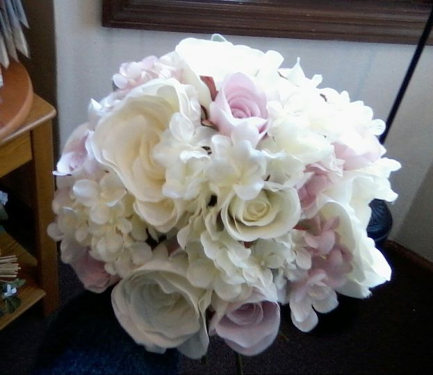 White and pink tone bouquet