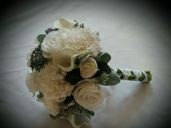 Tmx Anderson Brides Bouquet 51 102982 159060264571888 Oak Creek, Wisconsin wedding florist