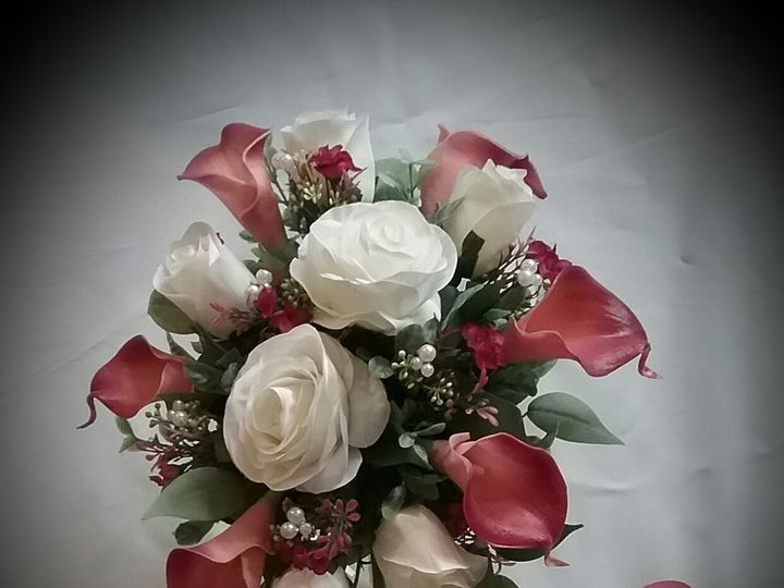 Tmx Preuss Bride And Groom 51 102982 159060278644472 Oak Creek, Wisconsin wedding florist