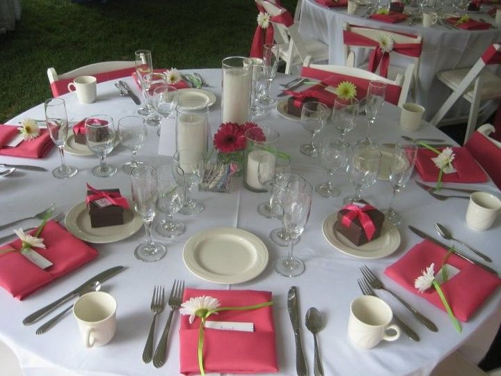 Table setting and pink decor