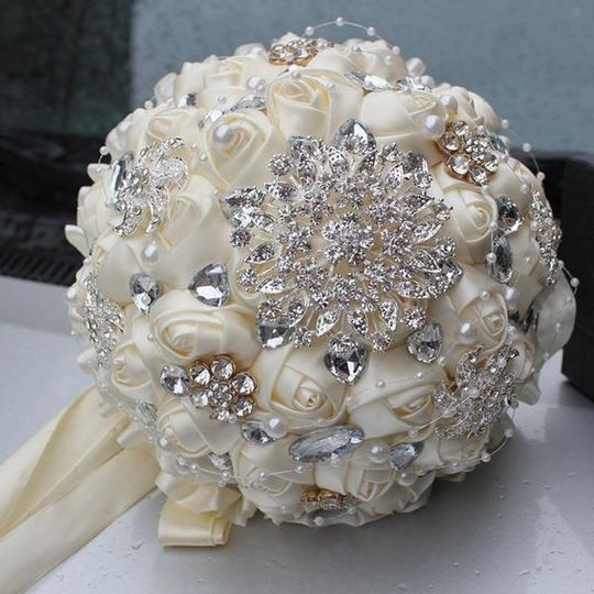 Bouquet Accented w/Brooch