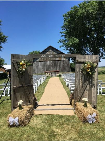 Our barn doors provide a great entryway to the ceremony.