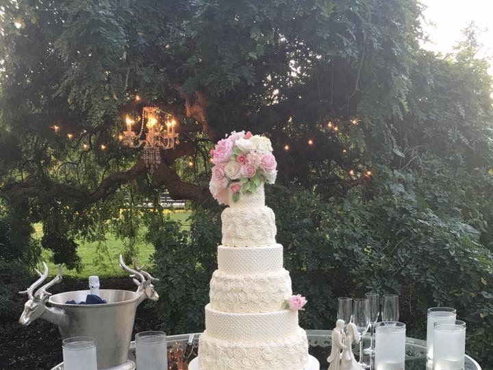 Tmx 1520793651 81c2b9db95aeac17 1520793650 239e8dff14841477 1520793647713 1 BB0AF9FA 655B 4614 Louisville, KY wedding cake