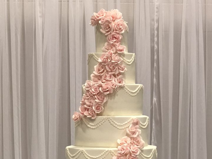 Tmx 1538918279 5fc61f1133248e1b 1538918275 Fb0e486412f25c8c 1538918256057 9 8804882F F73F 4A28 Louisville, KY wedding cake