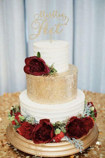 62e89d2e3cb6eb89 gold sequin cake