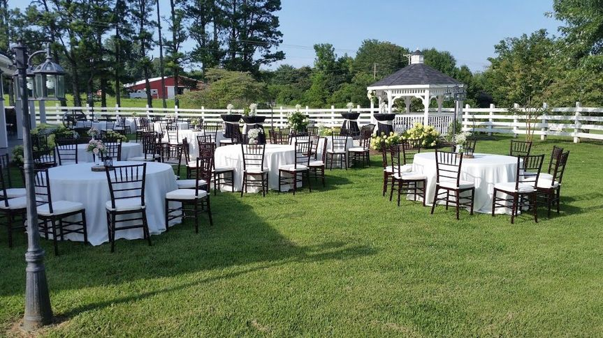 Round tables and linens