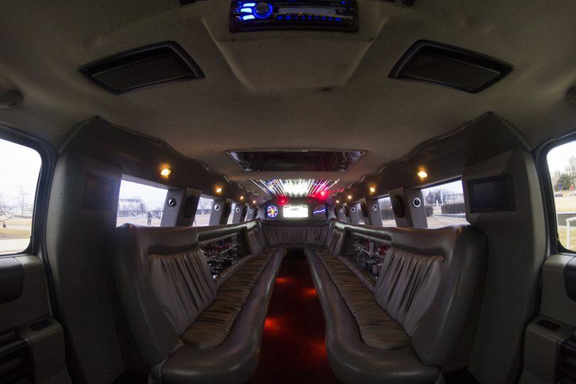 Hummer H2 17 passengers