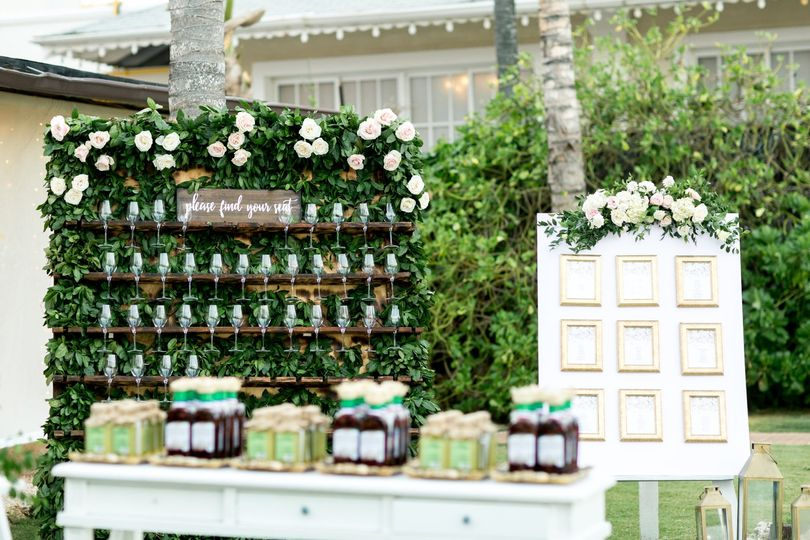 Champagne Seating Wall