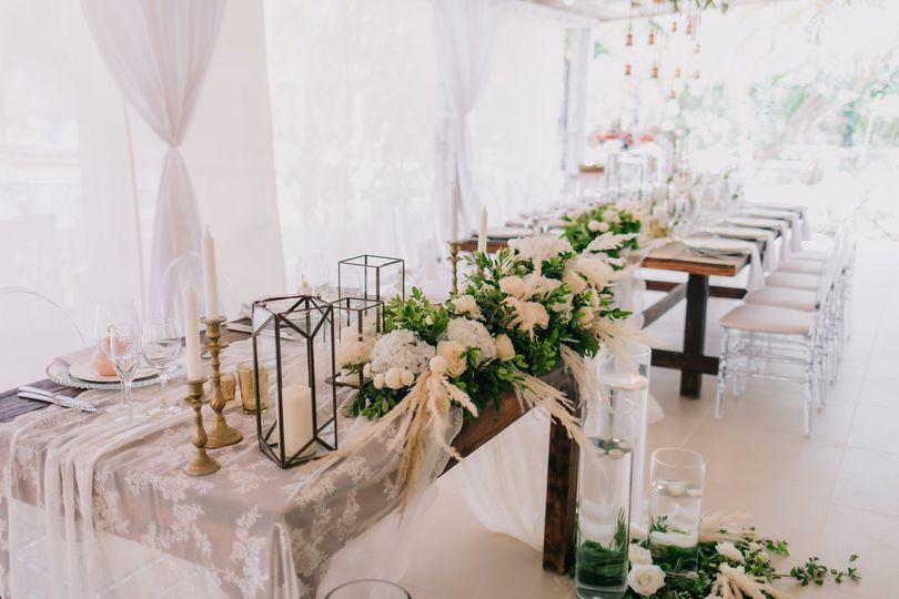 Sweetheart Table/Main Salon