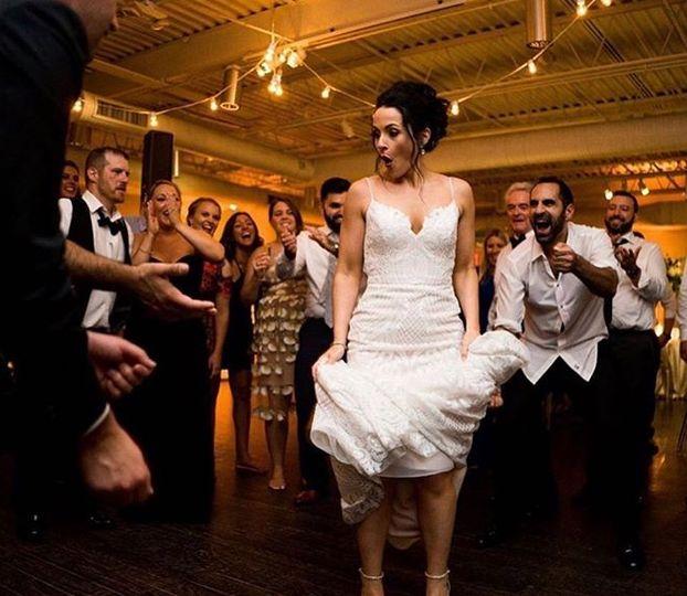 bride dancing 51 70392 160529923893624