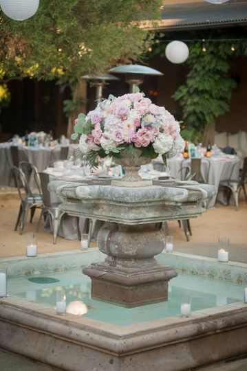 Wedding fountain and floral ce
