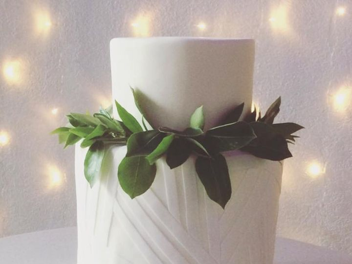 Tmx 26220069 1543468189024430 5057623029697343374 N 51 741392 Vancouver, Oregon wedding cake