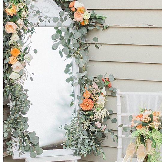 Mirror with flower decors